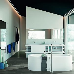 Przestrzeń, relaks, natura. Leżąc w wannie Loft firmy Makro Bathrooms Concepts można podziwiać zmieniające się pory roku. Fot. Makro Bathrooms Concepts.