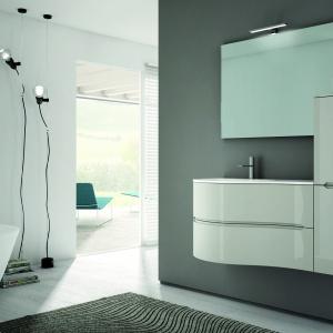Praktycznie, prosto, przytulnie – meble łazienkowe Smyle by Blob firmy Idealgroup. Fronty o lekkiej, fantazyjnej linii. Fot. Idealgroup.