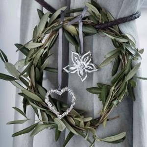 Dekoracje z kolekcji Karen Blixen staną się elegancką ozdoba okna. Fot. Rosendahl.