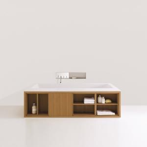 Z drewnianymi półkami i szafkami – wanna Cartesio firmy Agape. Fot. Agape.