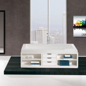 Obudowa wyposażona w kilka szuflad oraz półek - wanna Urban firmy Sealskin. Fot. Sealskin/Coram.