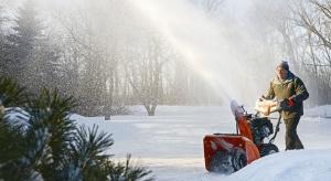 Codzienne odśnieżanie podjazdu czy chodnika wokół domu nie musi być kłopotliwe. Z grubym, ciężkim śniegiem doskonale poradzą sobie nowoczesne odśnieżarki.
