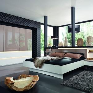 Atami to nowoczesna kolekcja mebli do sypialni, która sprawi, że wnętrze będzie funkcjonalne, ale również nada mu wyjątkowy charakter. Fot. Agata Meble.
