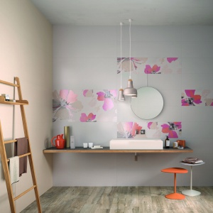 Ich powierzchnia przypomina bawełnianą tkaninę - płytki ceramiczne Canvas Cotto marki Ariana. Fot. Ariana.