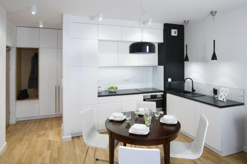 W tej niewielkiej kuchni ma a kuchnia w bloku 12 for Kuchnia z salonem aranzacje