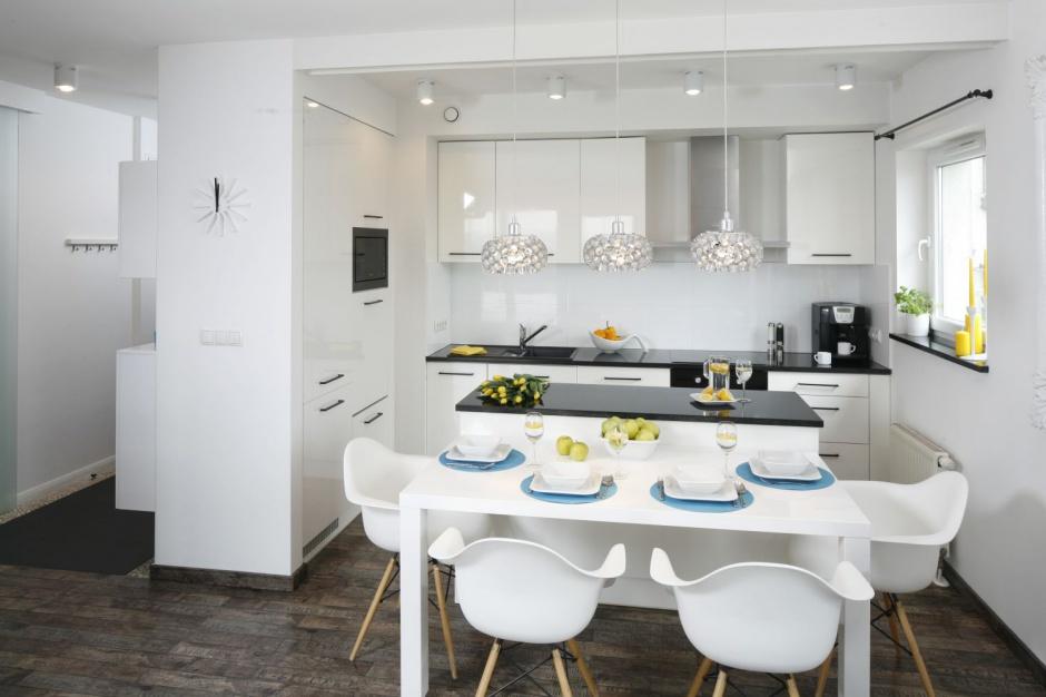 Kuchnie wpasowano w Mała kuchnia w bloku 12 wnętrz z   -> Mala Kuchnia Aranżacja Wnetrza