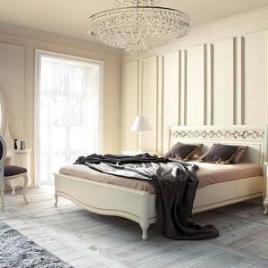 Meble z kolekcji Verona charakteryzują się wysoką jakością, bogatym wzornictwem i klasyczną stylistyką. Dostępne są w kolorze ecru. Fot. Meble Taranko.