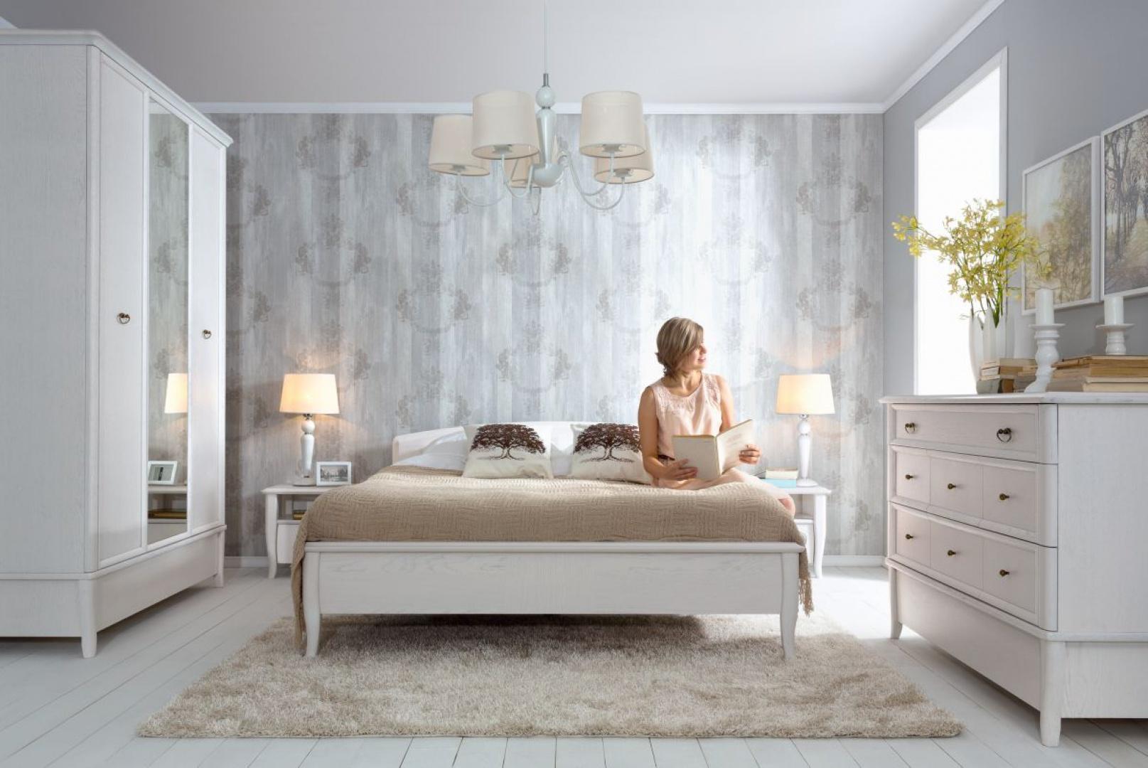 Kolekcja Orland utrzymana jest w klimacie staropolskiego dworku. Jeśli więc sypialnia ma być w królewskim stylu, to ta kolekcja będzie doskonałym wyborem. Fot. Black Red White.