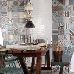 Płytki z kolekcji FS w patchworkowej kombinacji w ziemistych tonacjach błękitów, szarości i brązów wprowadzą odrobinę fantazji do przestrzeni kuchni i jadalni. Fot. Peronda Ceramica, płytki z kolekcji FS.