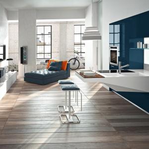 Meble kuchenne w pięknym kolorze niebieskim. Będę doskonałym wyborze w przypadku kuchni otwartej na salon. Fot. Snaidero.
