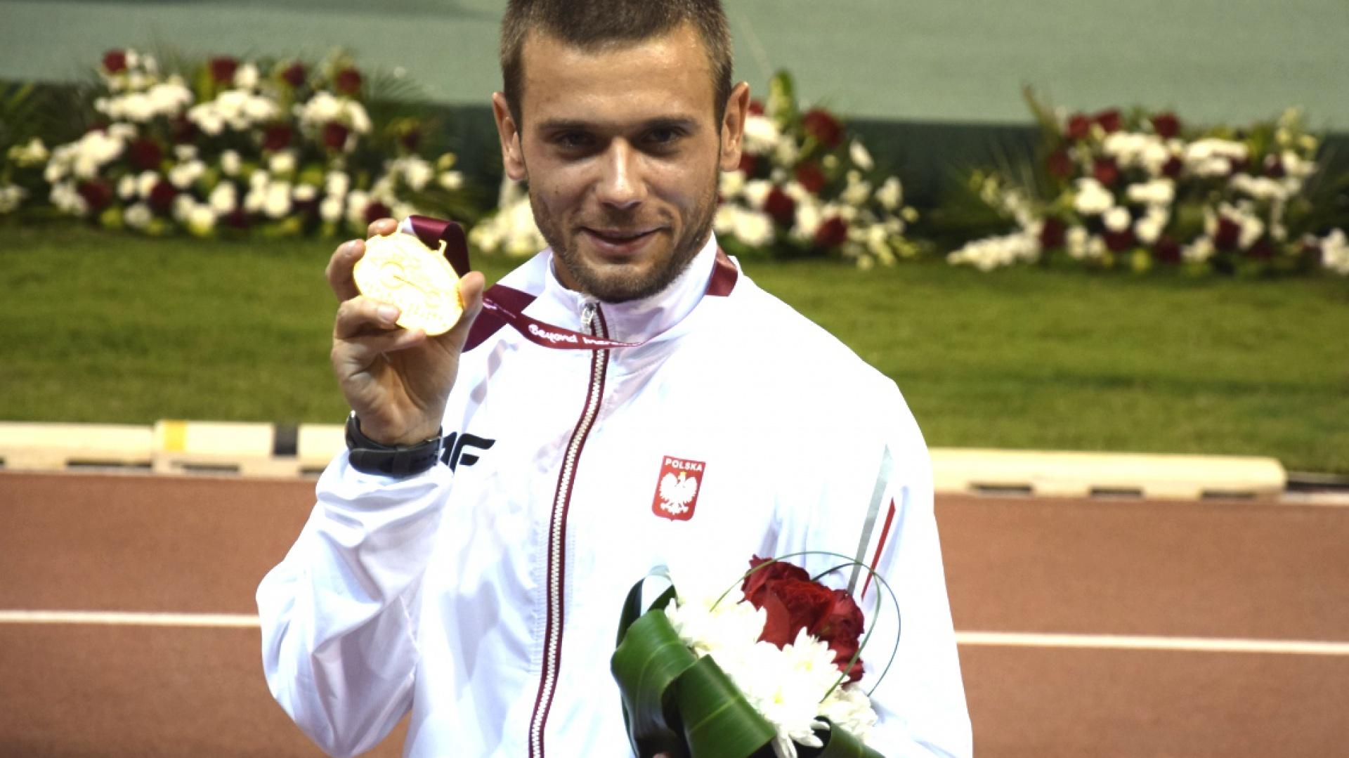 Pierwszym partnerem platformy Bieg Po Moc został Michał Derus – złoty medalista Mistrzostw Świata osób niepełnosprawnych w Lyonie i Mistrzostw Europy w Swansea. Fot. Materiały prasowe