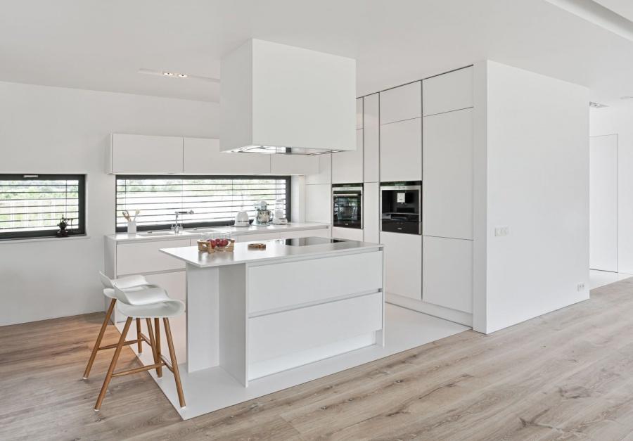 Nowoczesna biała kuchnia, Kuchnia pod sam sufit   # Kuchnia Pod Sufit