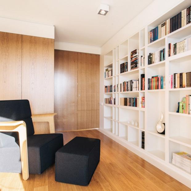 Funkcjonalne wnętrze: mieszkanie z ukrytym gabinetem