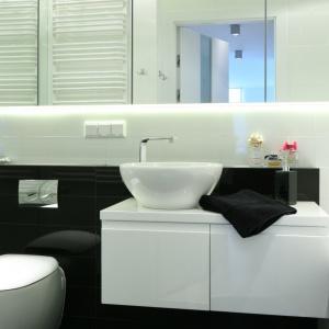 Łazienka jest mała, ale bardzo elegancka i praktyczna. Fot. Bartosz Jarosz.