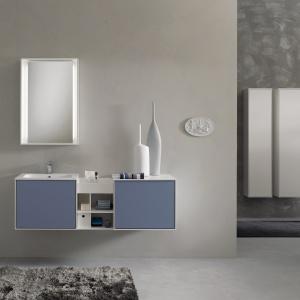 Niebieskie fronty, zaś korpusy i półki w kolorze białym – seria Profilo firmy Stocco. Fot. Stocco.