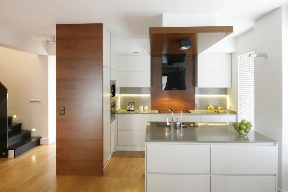 Nowoczesna kuchnia Kuchnia otwarta na salon zobacz   -> Kuchnia Biala Szafki Do Sufitu