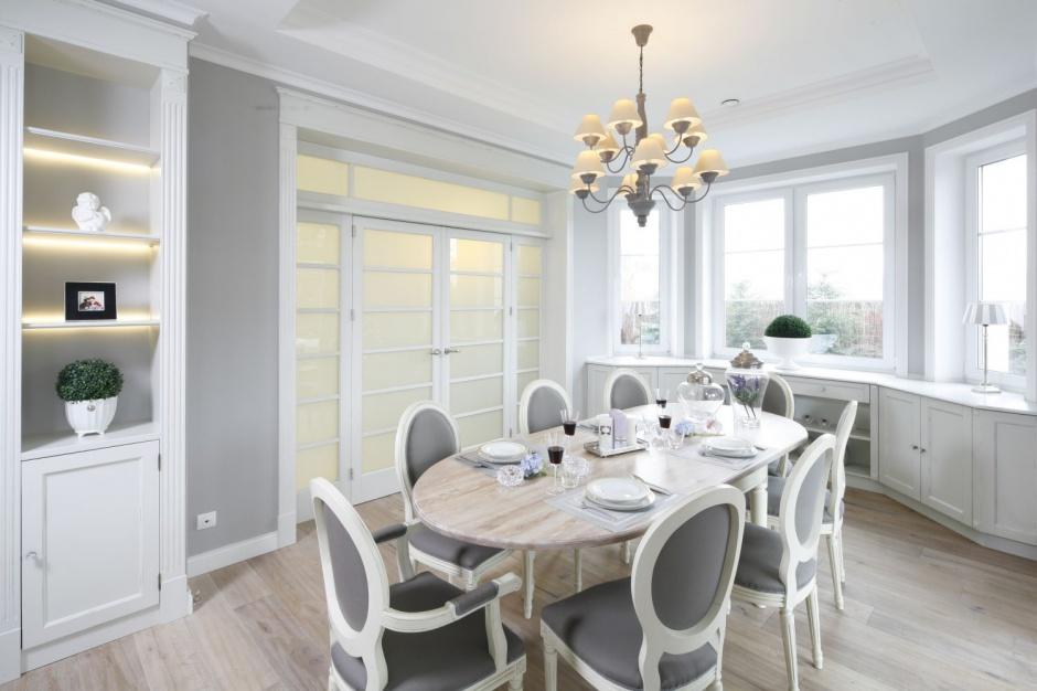 Elegancka jadalnia jest Przytulne wnętrze dom w stylu prowansalskim  S   -> Kuchnia I Jadalnia W Stylu Prowansalskim