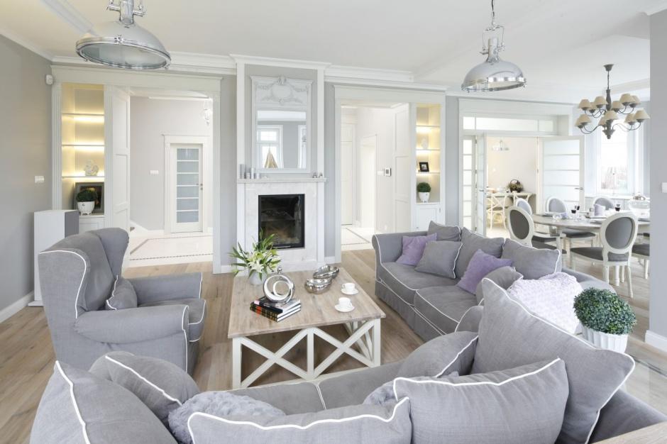 kominek znalaz si w przytulne wn trze dom w stylu prowansalskim. Black Bedroom Furniture Sets. Home Design Ideas