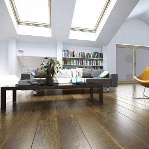 Deska podłogowa FertigDeska Luxury Dąb Color Rosolare z oferty marki Jawor Parkiet. Fot. Jawor Parkiet.