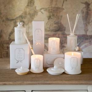 Romantyczny nastrój wprowadzą świece. Fot. Blanc MariClò.