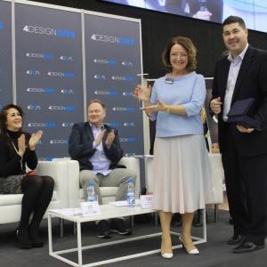 Po intensywnej dyskusji wręczono nagrody dla najpopularniejszego projektanta Sensualnych kuchni. Zwyciężczynią okazała się Izabela Szumlas. Fot. 4 Design Days.