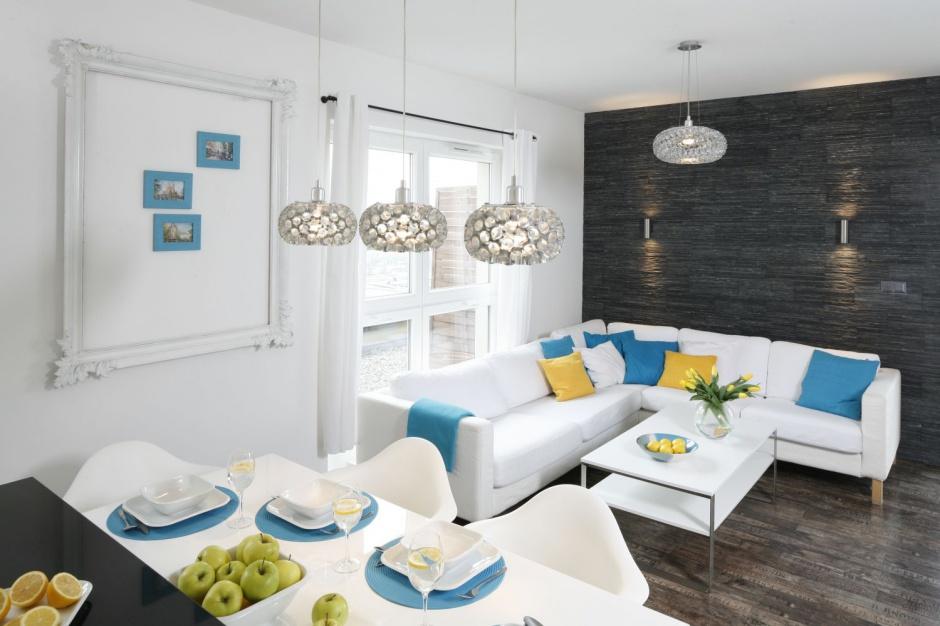 Część salonową organizuje Pokój z kuchnią i jadalnią 20 pięknych wnętrz