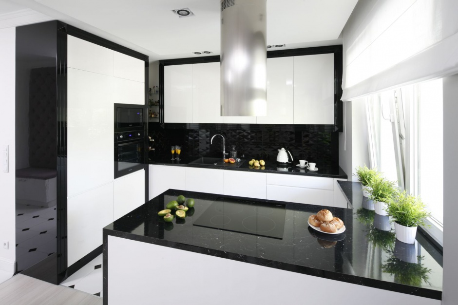 Czarny blat kuchenny Czarno biała kuchnia Tak   -> Kuchnia Klasyczna W Zabudowie