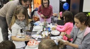 Malują! Umywalki. Na zakończenie tegorocznych 4 Design Days Roca zaprosiła dzieci na warsztaty kreatywnego zdobienia ceramiki. Zobaczcie jak młodzi projektanci poradzili sobie z tym zadaniem!