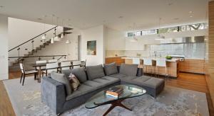 Właściciel starego domu z 1908 roku pragnął wnętrza spójnego i nowoczesnego. Zobaczcie, co zaproponowali architekci.