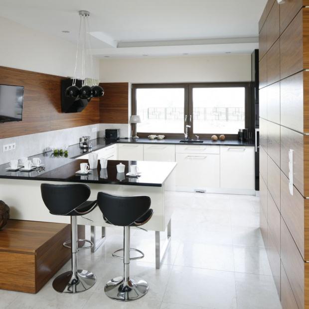 Telewizor w kuchni. 10 pomysłów z polskich domów