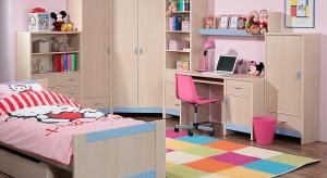 We wspólnym pokoju dzieci muszą czuć się komfortowo. Nie powinny rywalizować ze sobą o miejsce do nauki i odpoczynku. Takie strefy należy wydzielić osobno dla każdego z nich.