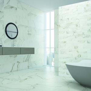 Jak prawdziwy marmur - płytki ceramiczne Calcata firmy Grespania. Fot. Grespania.
