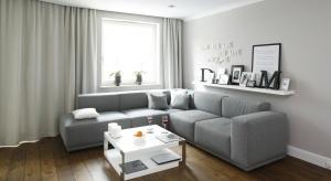 Jaką sofę wybrać do małego, a jaką do dużego salonu? Kiedy warto postawić na narożnik? Zobaczcie jak wybrać odpowiedni wypoczynek.