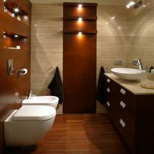 Drewno do łazienki -  jak łączyć z ogrzewaniem podłogowym