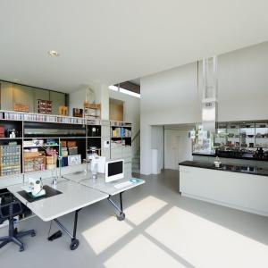 Tak wygląda kuchnia w domu z surowców wtórnych.