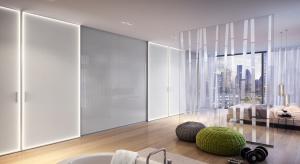 To pomysł na połączenie łazienki z sypialnią. Kolorowe światło drzwi przesuwnych wpływa na biorytm człowieka. Można wybrać barwy w zależności od nastroju i potrzeb.