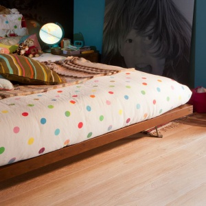 Nowoczesna stylistyka, pięknie wyeksponowana struktura naturalnego drewna, a do tego szeroki wybór kolorów i rodzajów elementów - tak w dużym uproszczeniu prezentują się dębowe podłogi Avance Floors. Na zdjęciu kolor Venice. Fot. Chapel Parket.