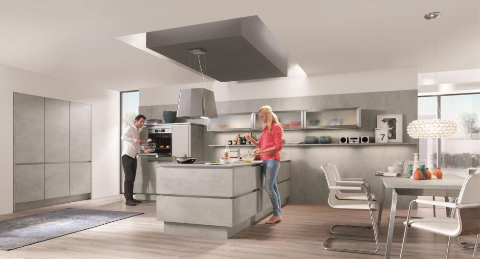 Nowoczesna kuchnia to nie tylko stylistyka oparta o gładkie fronty czy wyspę w centrum pomieszczenia. Równie ważna jest ergonomia i praktyczne rozwiązania. Fot. Nobilia.