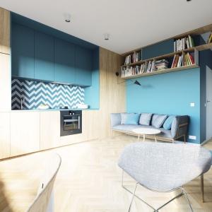 Niewielka kawalerka łączy na jednej otwartej przestrzeni dziennej salon, kuchnię oraz niewielki gabinet przy oknie. Projekt i wizualizacje: 081 Architekci.