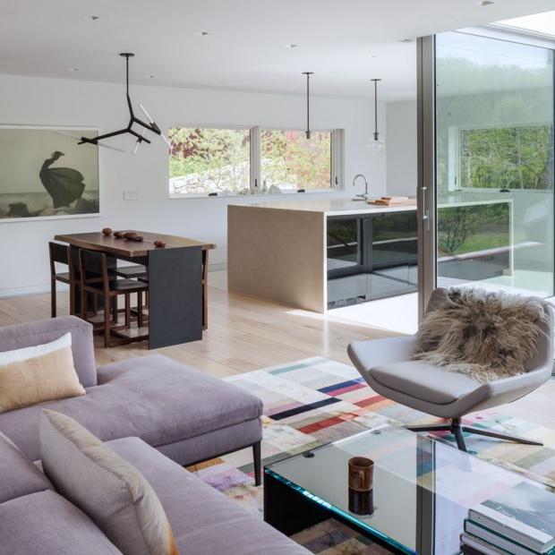 Nowoczesny dom: zobacz jasne wnętrze