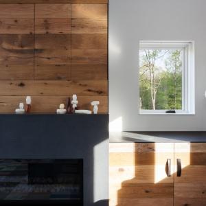 Zabudowę wokół kominka wykonano z płyty ze szlachetnych łupków kamiennych. Projekt: Sharon Davis Design. Fot. Elizabeth Felicella