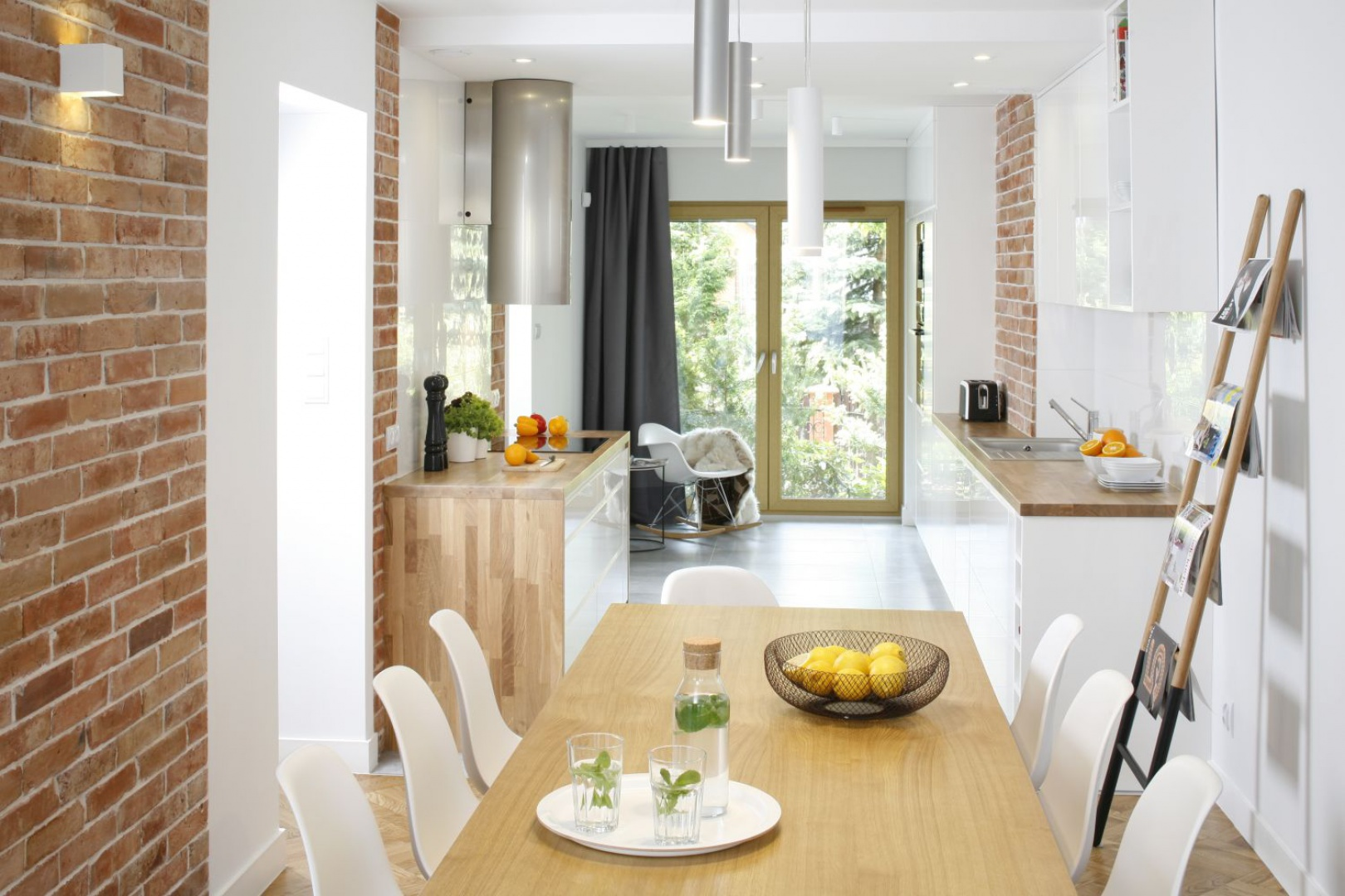 Biała kuchnia z drewnianym Cegła w kuchni Galeria   -> Kuchnia I Cegla