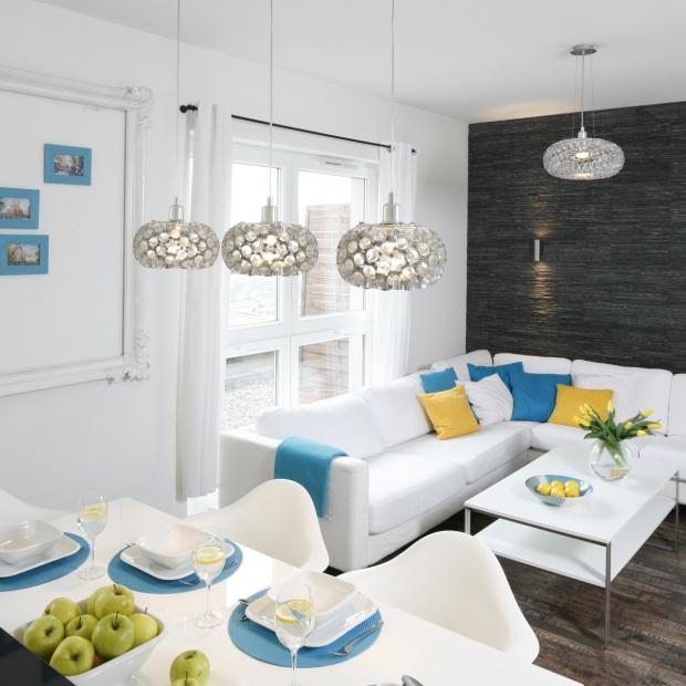 Modne niebieskie dodatki: tak odmienisz mieszkanie kolorem