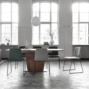 Stół z kolekcji Milano z oferty marki BoConcept. Fot. BoConcept.