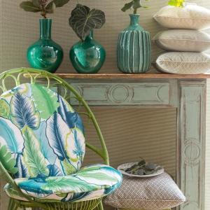 Rośliny z najnowszej kolekcji Manuel Canovas świetnie odnajdą sie też na tapicerce mebli lub chociażby na poduszkach. Fot. Manuel Canovas.