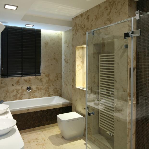 Beżowa łazienka – gotowy projekt w jurajskim kamieniu