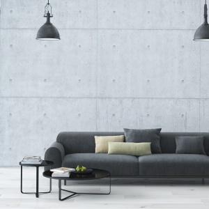 Wielkoformatowe, ręcznie wyrabiane betonowe płyty z widocznymi okrągłymi żłobieniami nadają salonowi klimat pofabrycznego loftu. Fot. DekoConcrete.