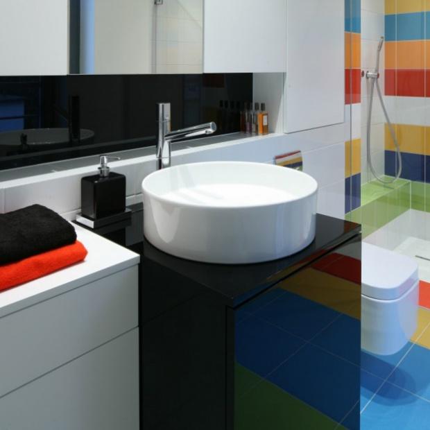 Modne pomysły architektów na kolorową łazienkę