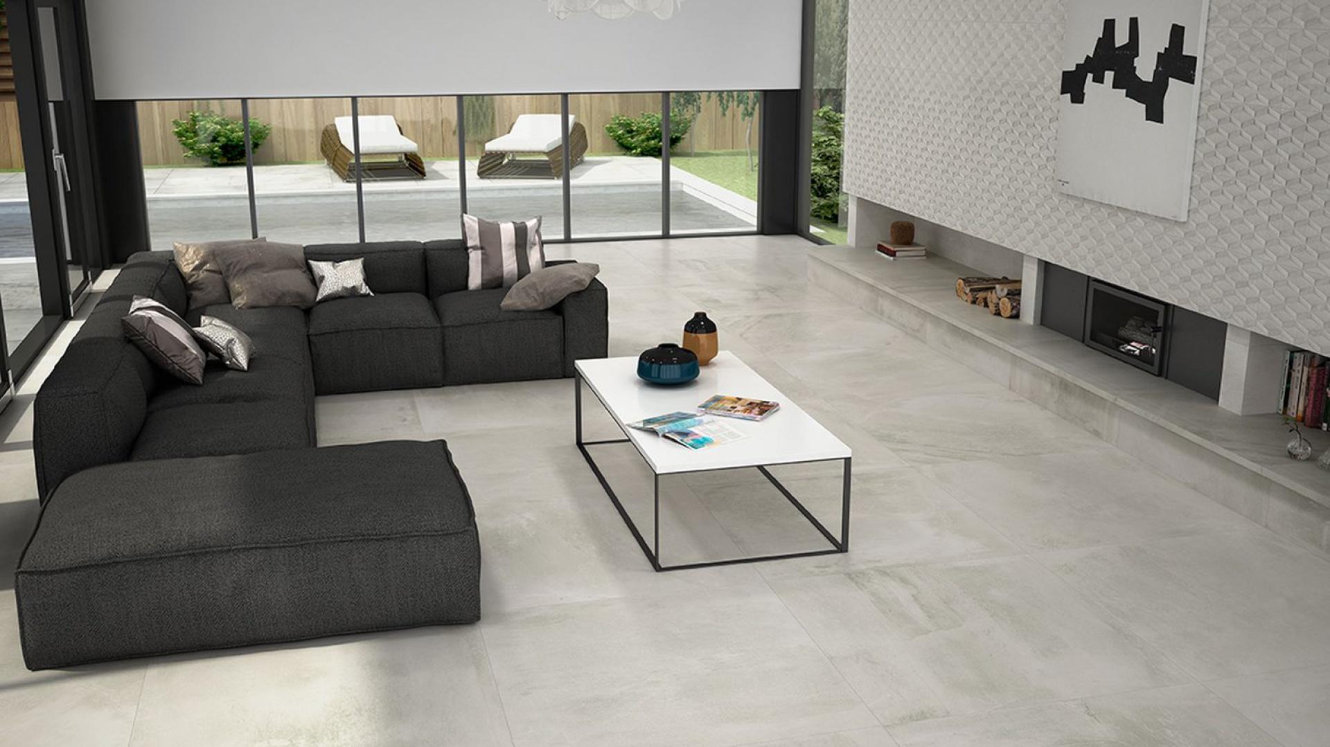 Podłogę zdobią szare płytki, imitujące swoją przetartą fakturą beton, a ścianę wykończono z kolei prostokątnymi płytkami z efektem rombu w 3D. Jedne i drugie pochodzą z kolekcji Mixing. Fot. Aparici.
