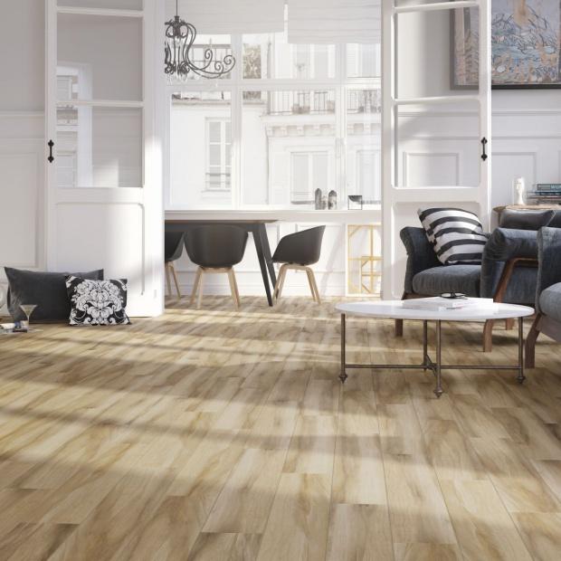 Podłoga w salonie: polskie płytki